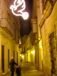 Walking thru the center of Jerez we found beautiful lights, very few people...and our wifi spot closed, it was a Monday though, everyone must be taking a brake from the weekend fiestas